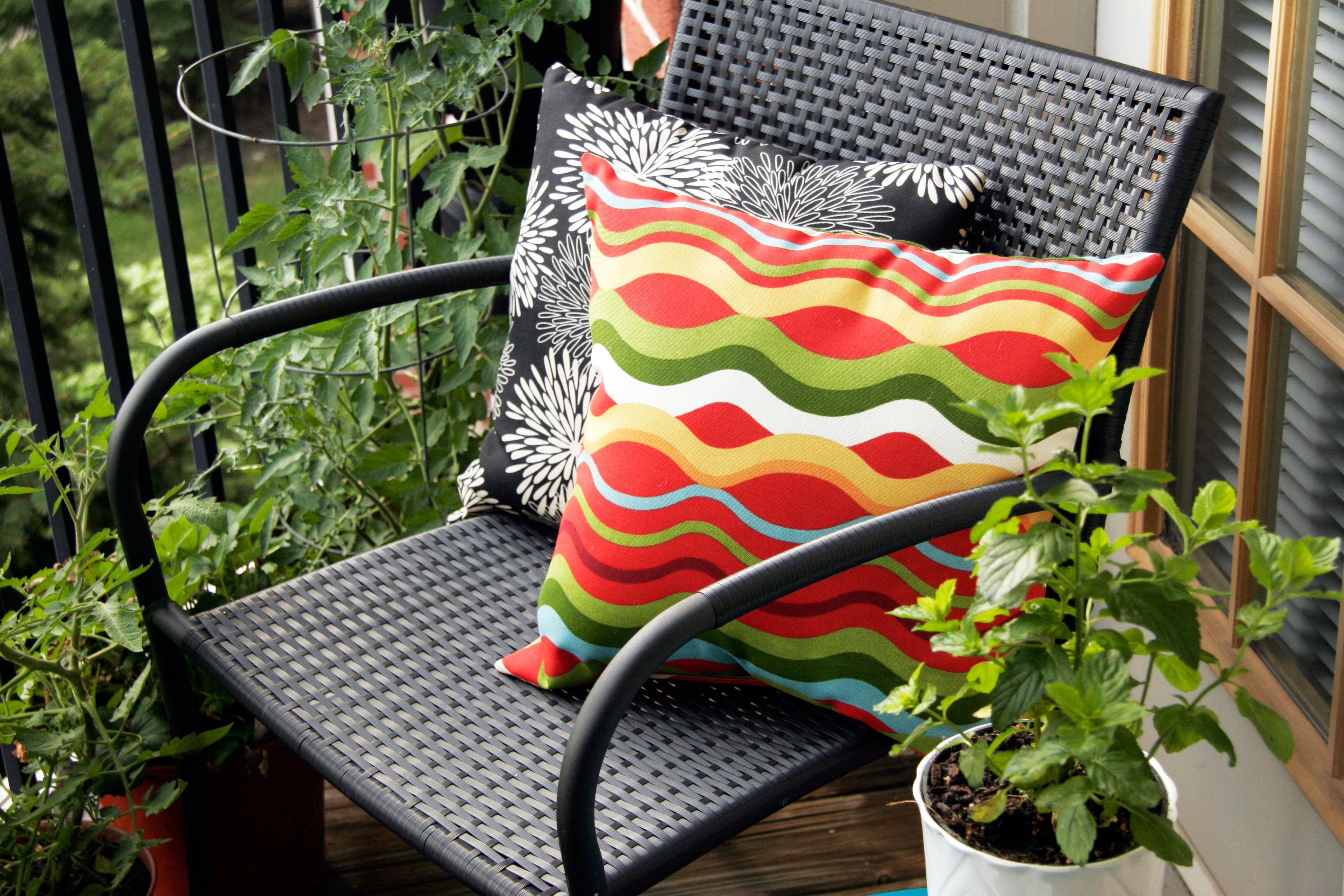outdoor-weather-proof-pillows